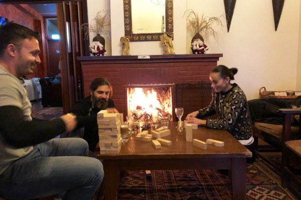 People at the fireplace in the Jubilee hotel